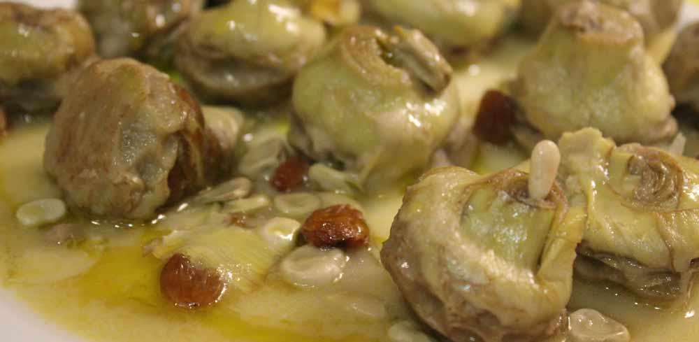Plato de la receta alcauciles con jamón